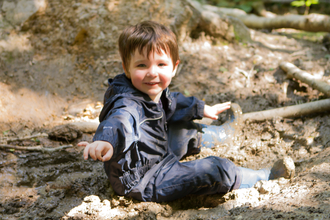Nature Tots - boy in mud